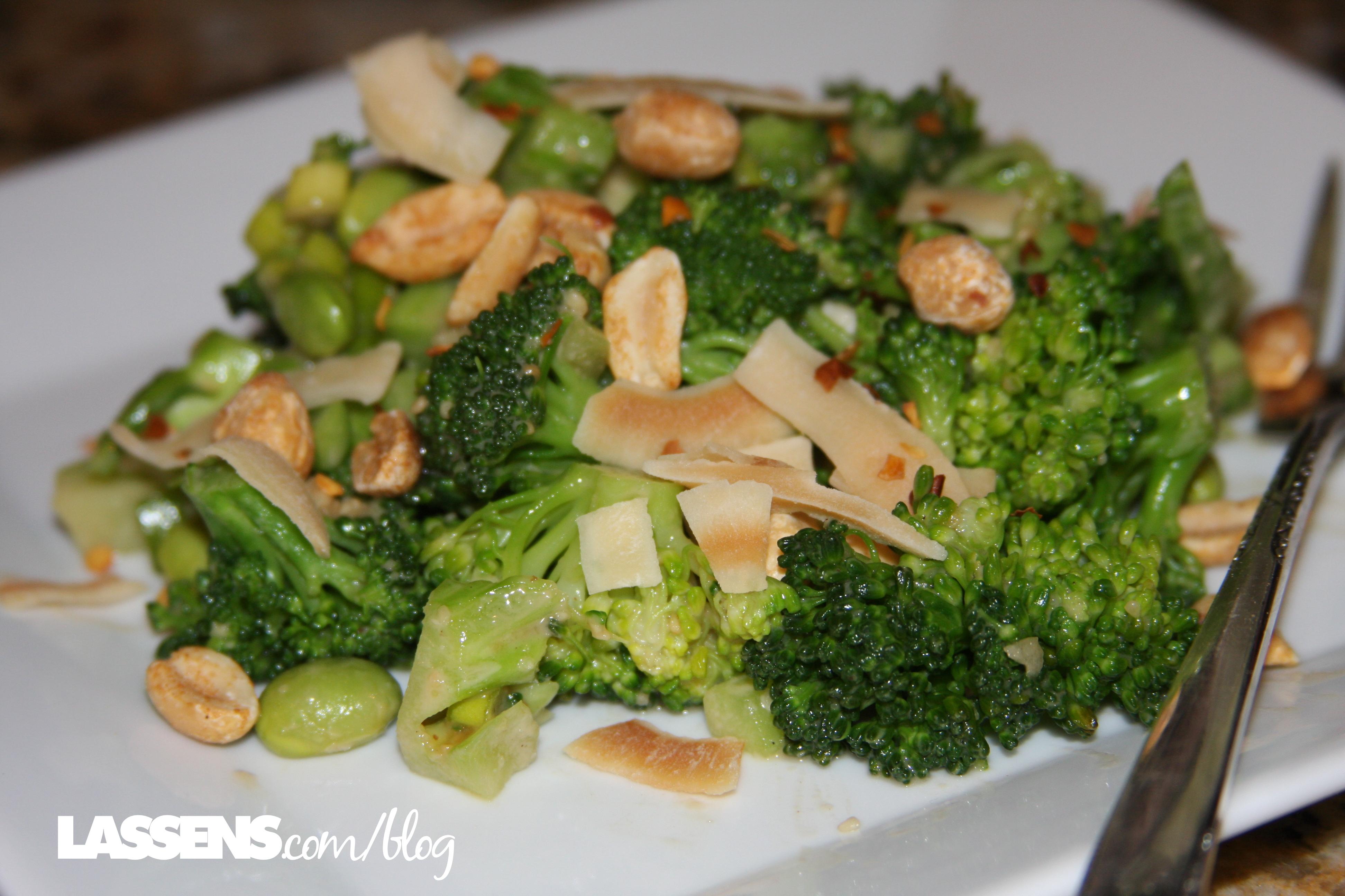 broccoli+salad, peanut+sauce, healthy+salad, Thai+peanut+dressing,