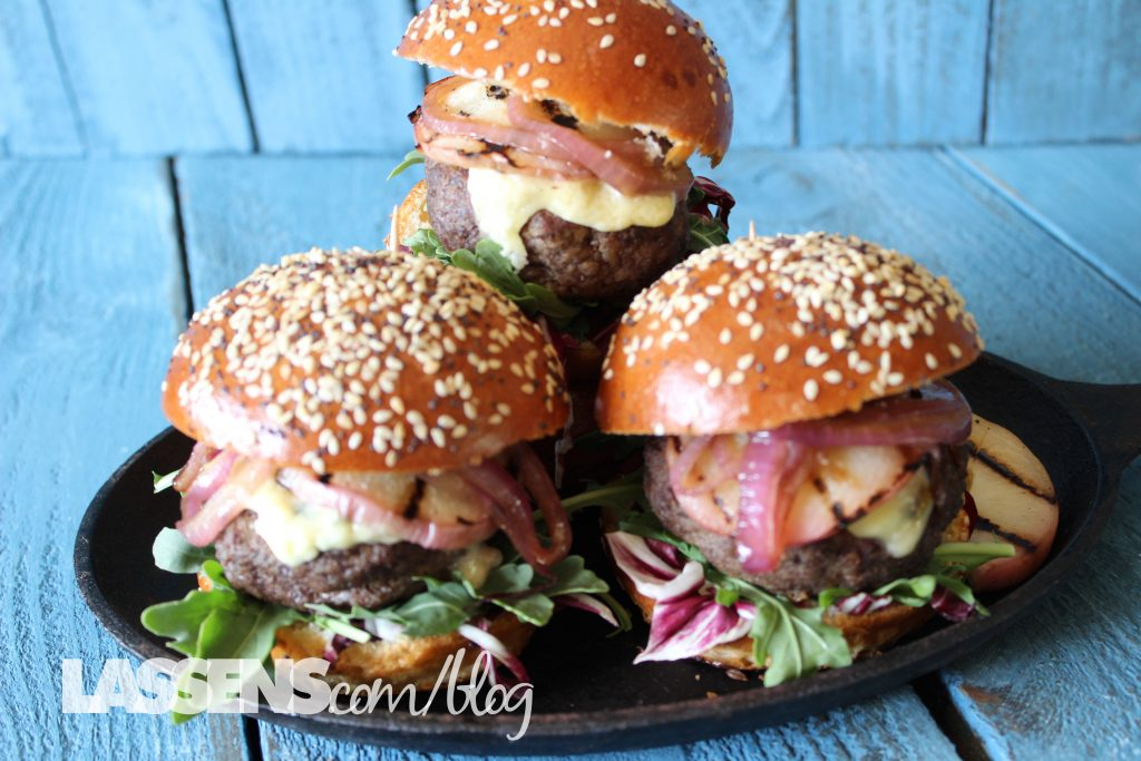 hamburger+recipes, sliders, healthy+sliders, summer+grilling, grilled+peaches, grilled+sliders, barbecue+recipes